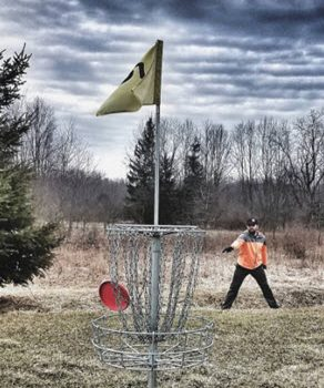 Disc Golf Straddle Putting Technique