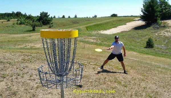 Disc golf putting uphill